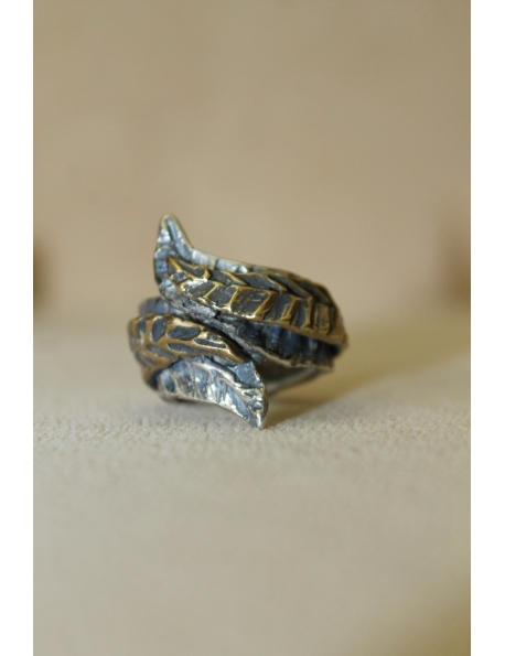 Anello in argento e bronzo con doppia foglia