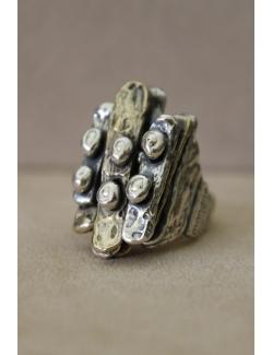 Anello con chiodini in argento e bronzo