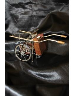 Carrettino porta sigarette in argento e radica di legno