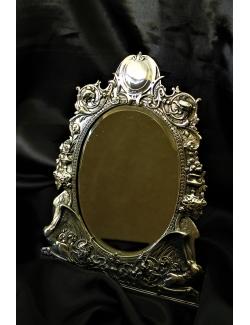 Specchiera cesellata a mano in argento massiccio